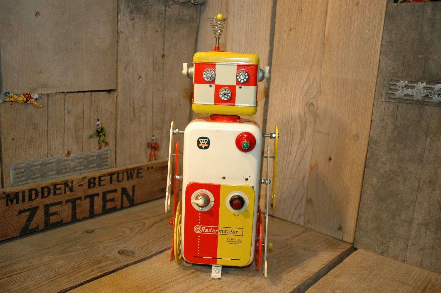 Arnold / VST - Radar Master Robot. ( Number 2 of 3 )