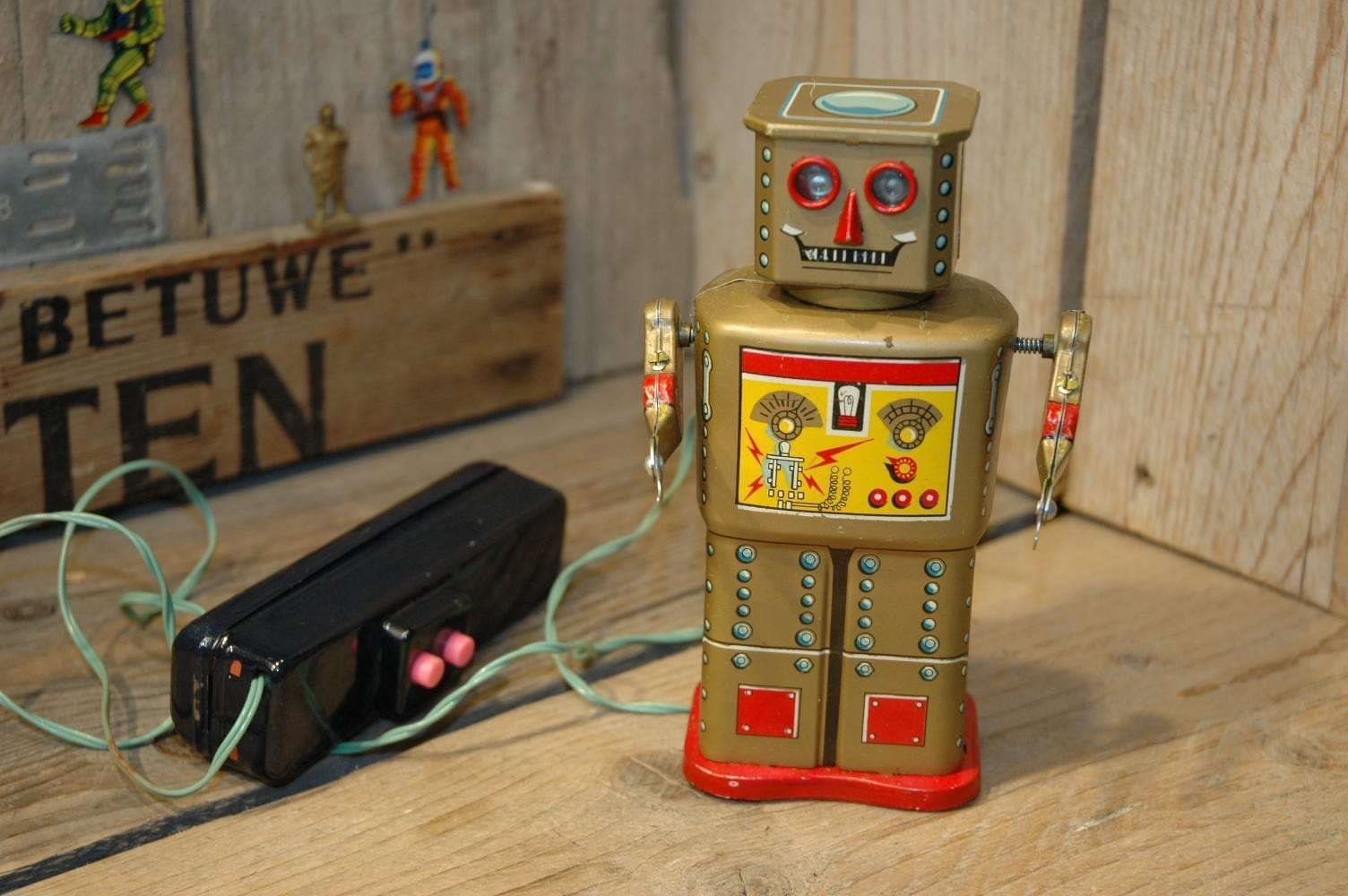 Linemar - Golden Robot