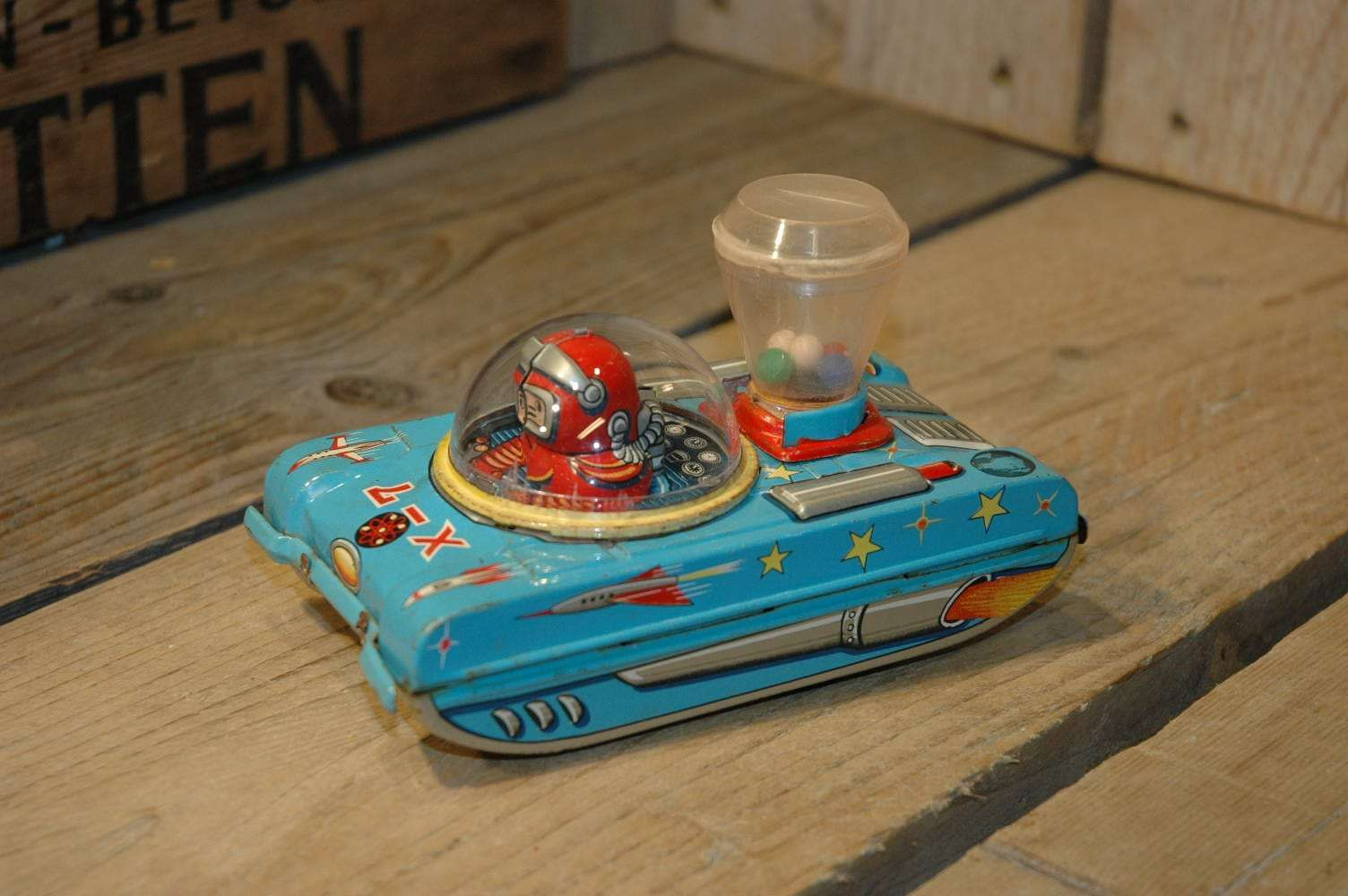 Modern Toys - X-7 Popping Space Tank