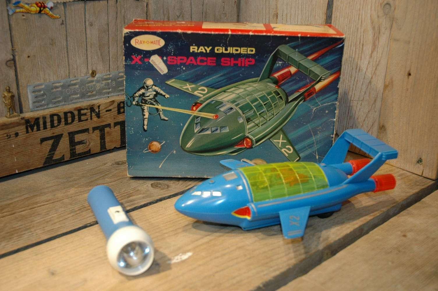 Hong Kong - Ray O Matic X-2 Space Ship