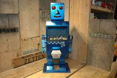Italy - Gumball Robot