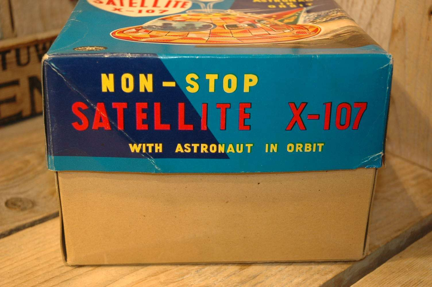 Modern Toys - Mystery Action Satellite X-107 ( Red variation )