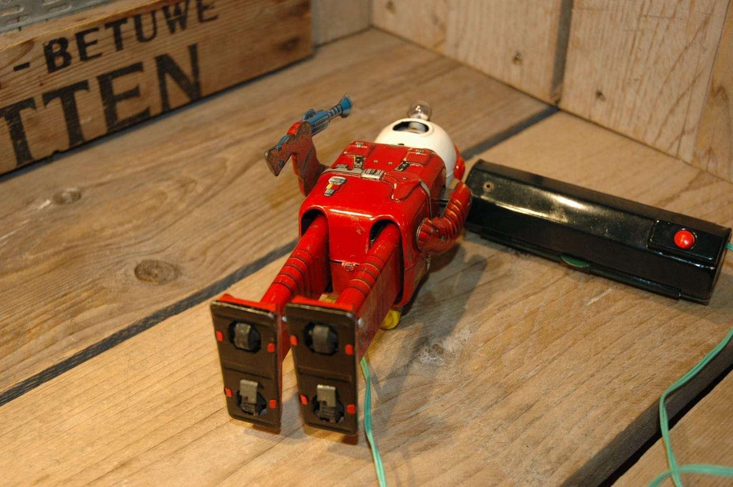 Linemar - Spaceman aka Porthole Robot