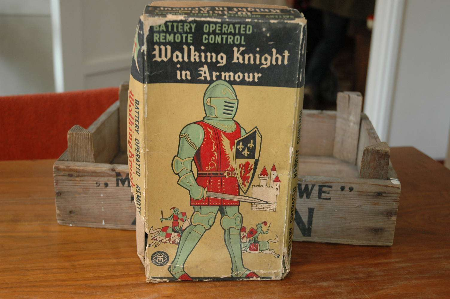 Modern Toys - Walking Knight in Armor
