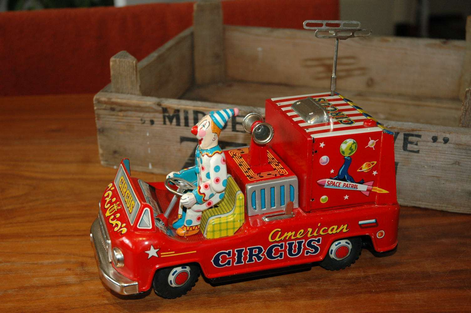 Exelo - American Circus Television Space Car