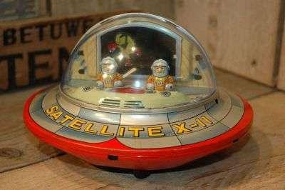 Modern Toys - Satellite X-11 Flying Saucer