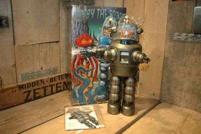 Osaka Tin Toy Institute - Robby The Robot.