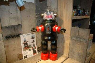 Metal House - RC Mechanized Robby Robot / Prototype