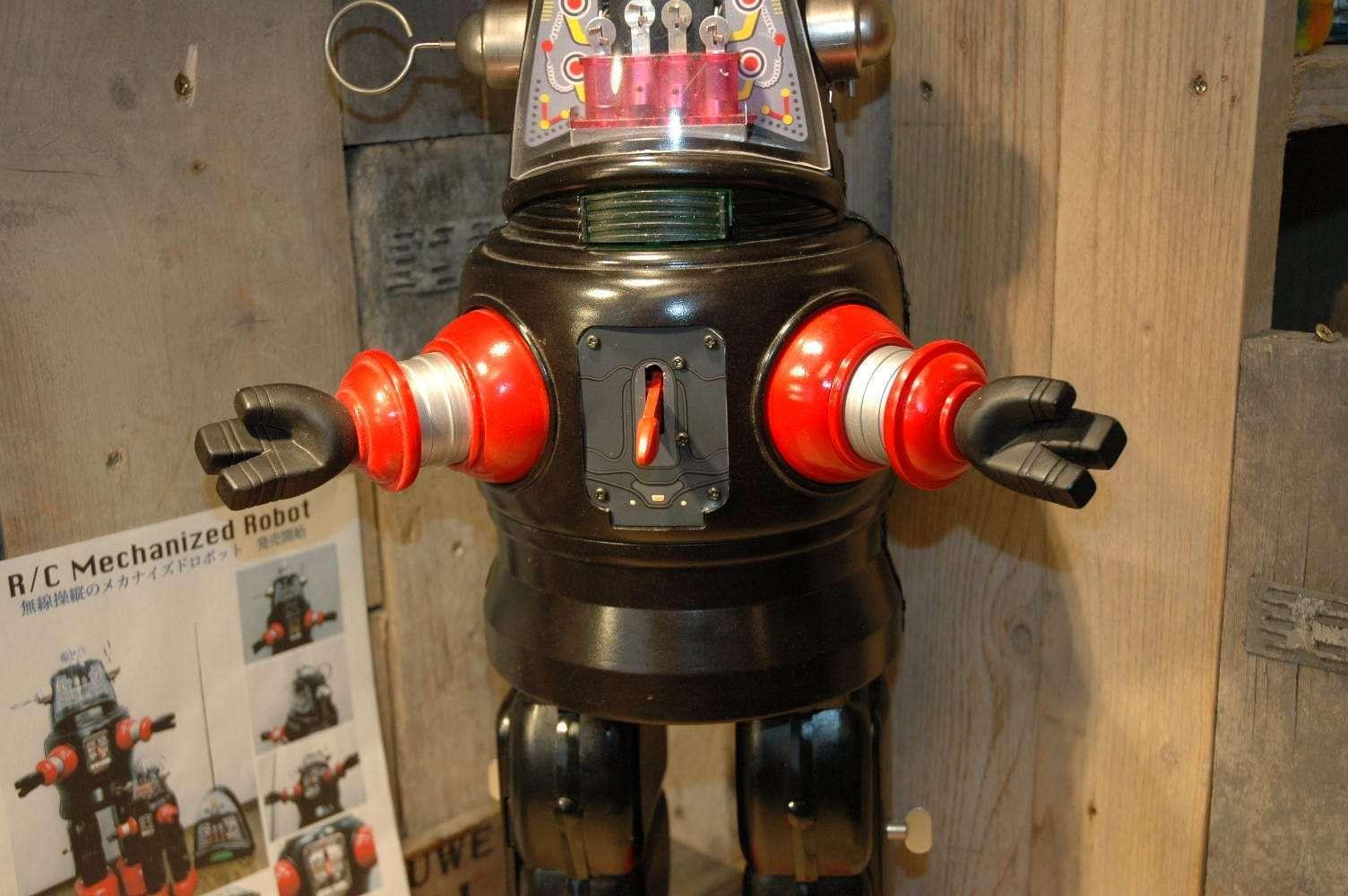 Metal House - RC Mechanized Robby Robot / Prototype