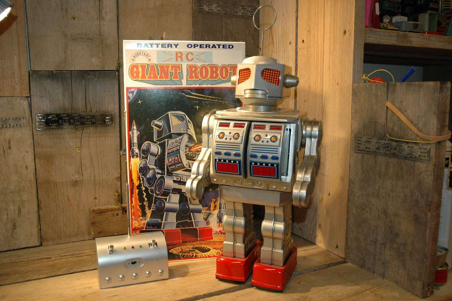 Robot Art / Osaka Tin Toy Institute - RC Giant Robot Prototype