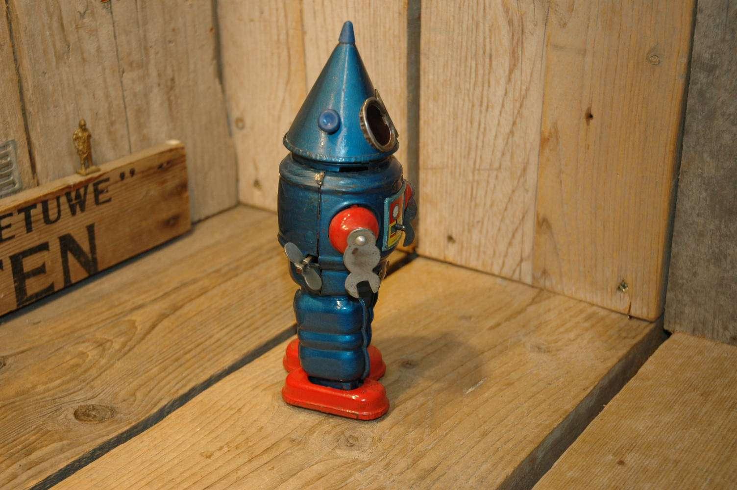 Yonezawa - Conehead Robot