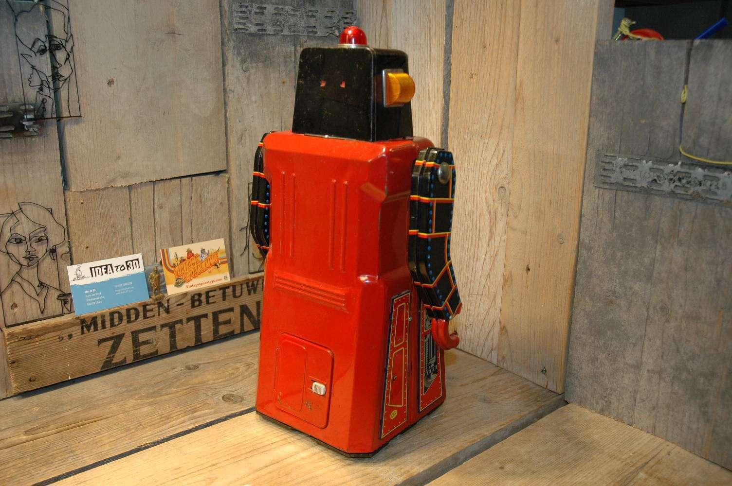 Modern Toys - Giant Sonic Train Robot