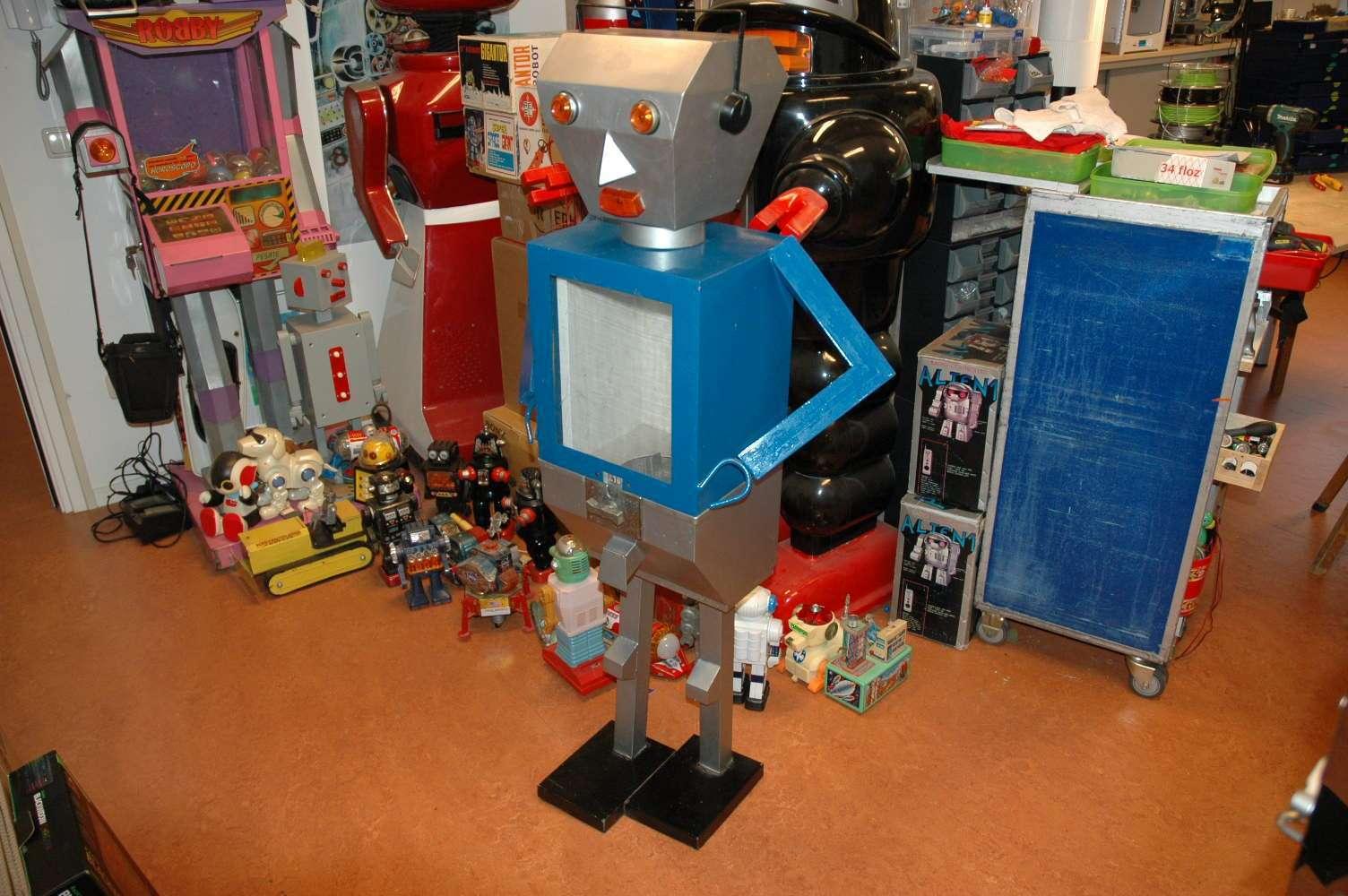 Italy - Gumball Vending Robot