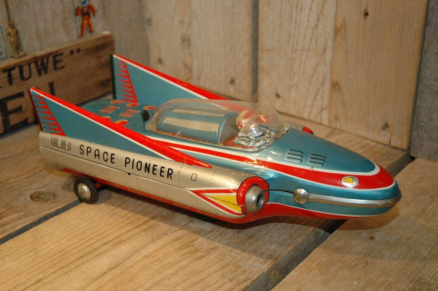 Modern Toys - Space Pioneer