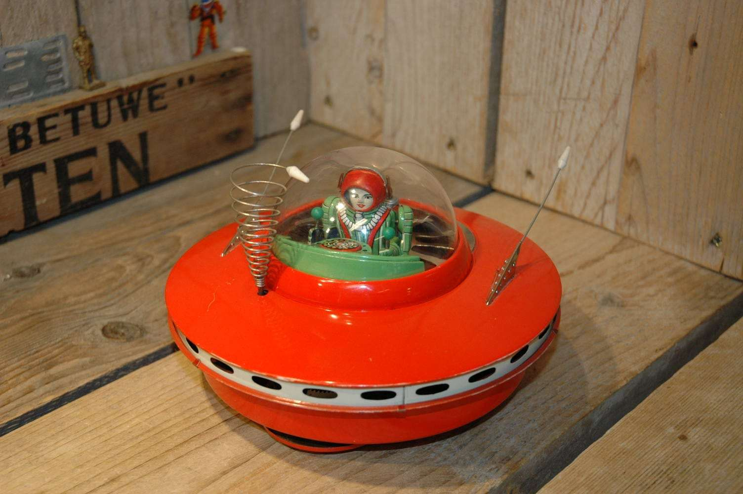 KO Yoshiya - Flying Saucer with GREEN Space Pilot