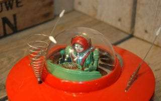 KO Yoshiya - Flying Saucer with GREEN Space Pilot