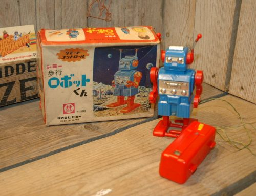 Tomy – Remote Control Walking Robot Kun