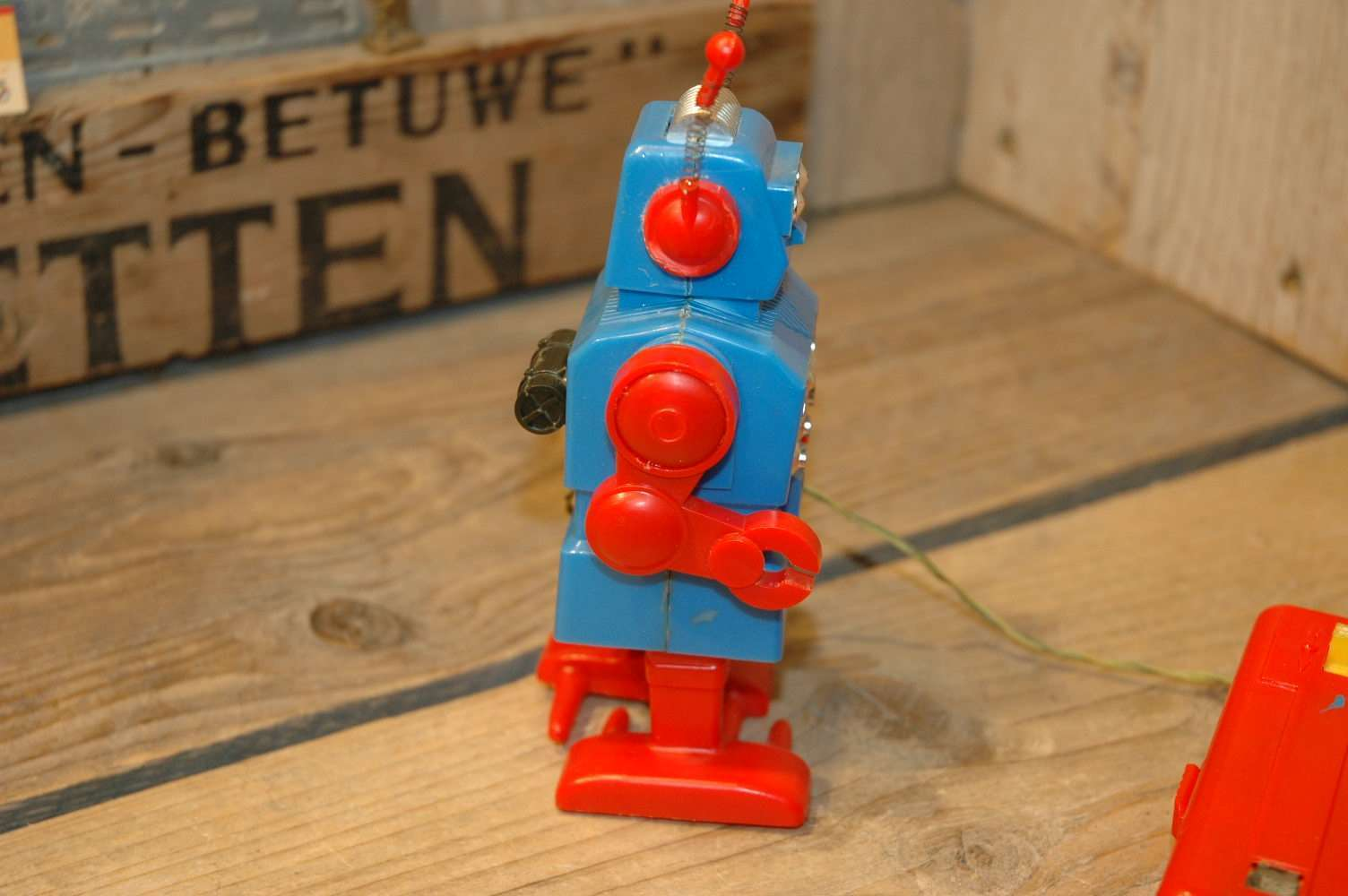 Tomy - Remote control walking robot kun