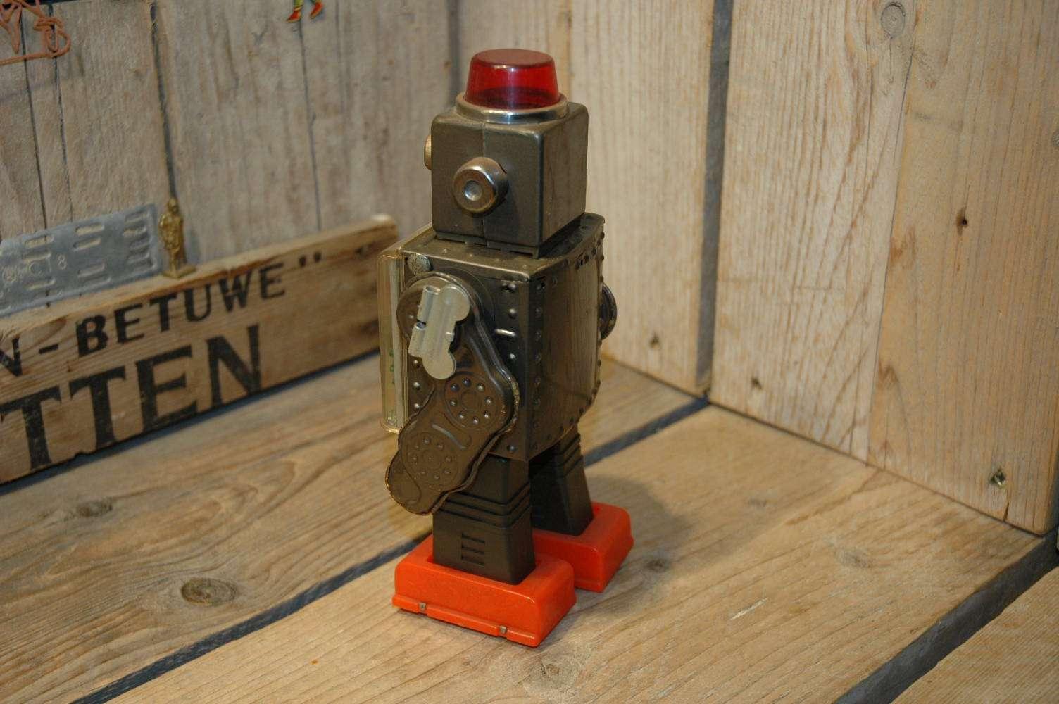 horikawa - Gear Robot with visible gears mechanism