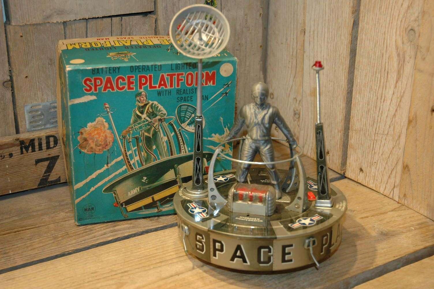 Linemar - Space Platform Astronaut