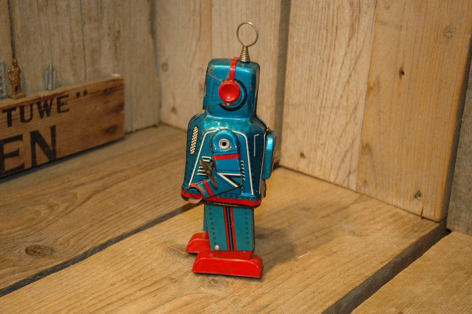 Yoshiya - Sparky Robot