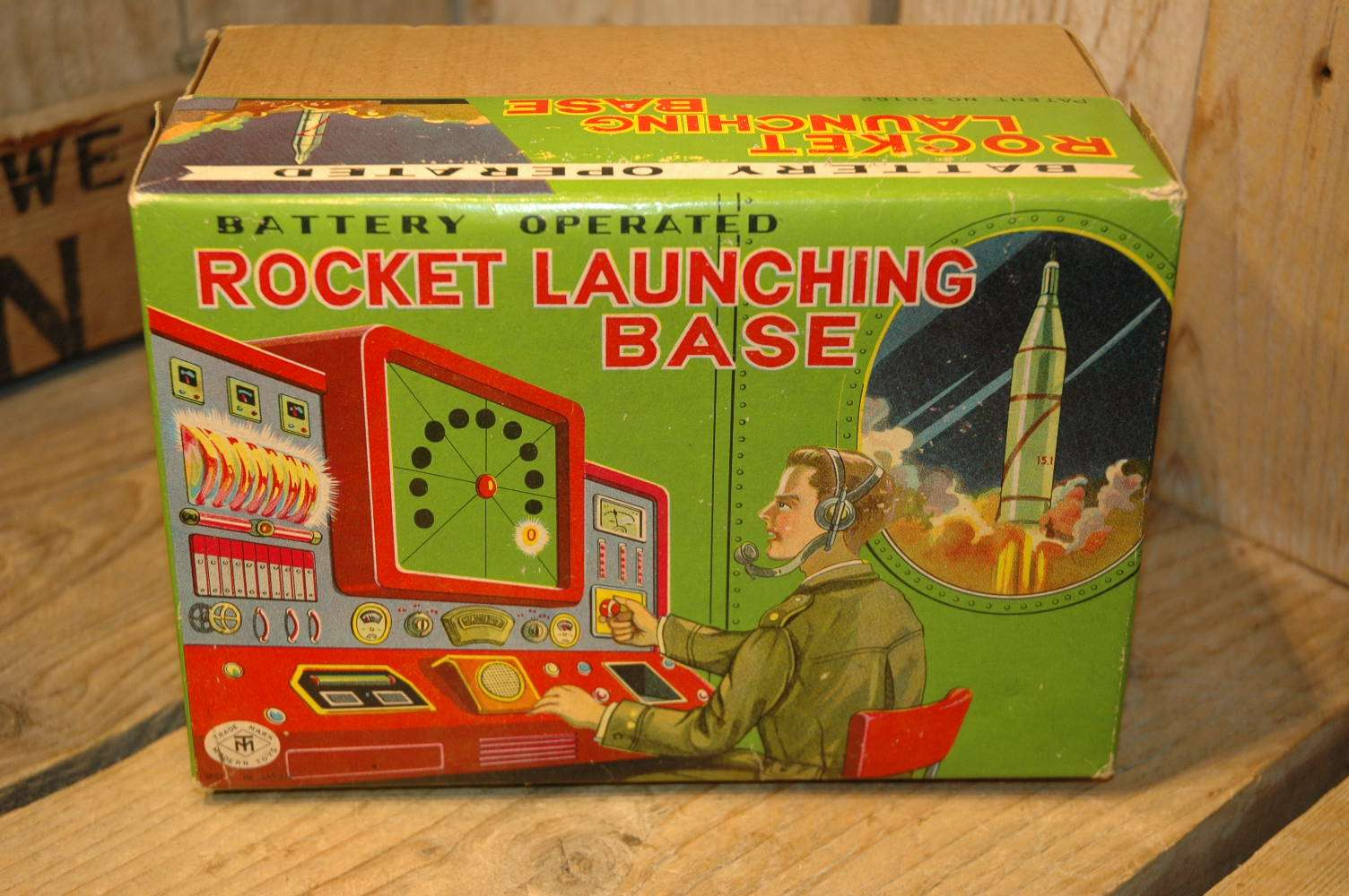 Modern Toys - Rocket Launching Base