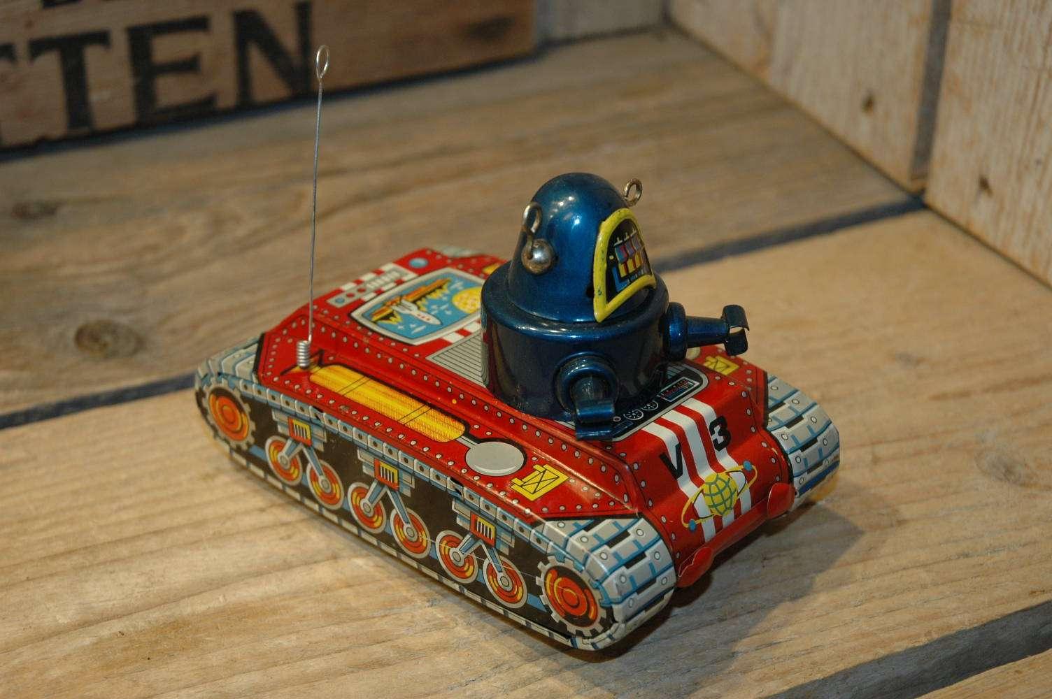 Yoshiya - V-3 Robot Tank
