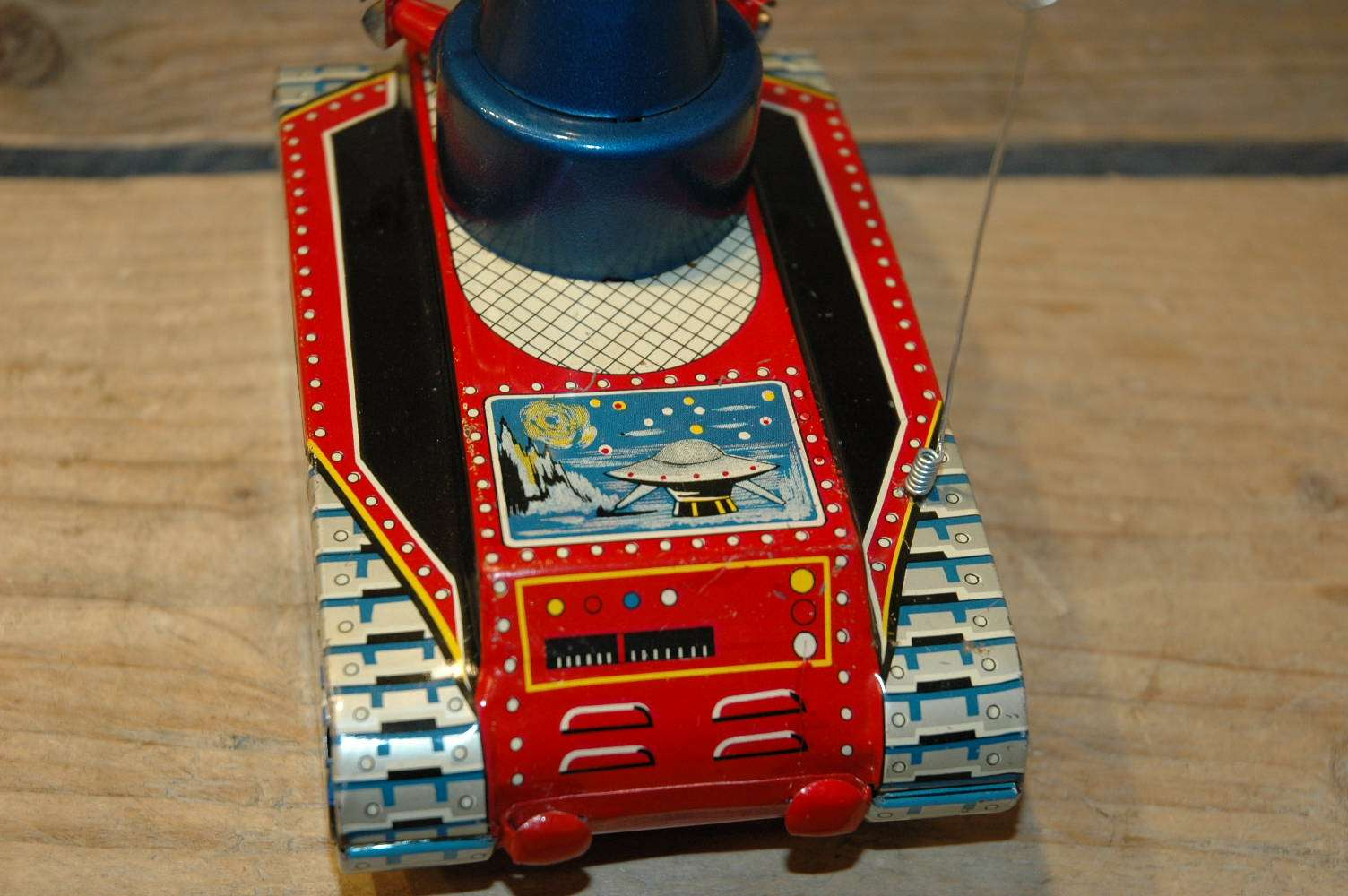 Yoshiya V-3 Robot Tank ( flying saucer version )