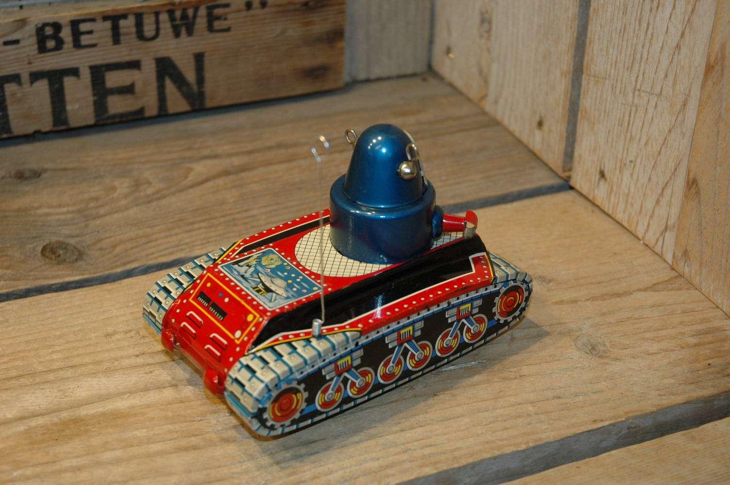 Yoshiya V-3 Robot Tank ( flying saucer version )