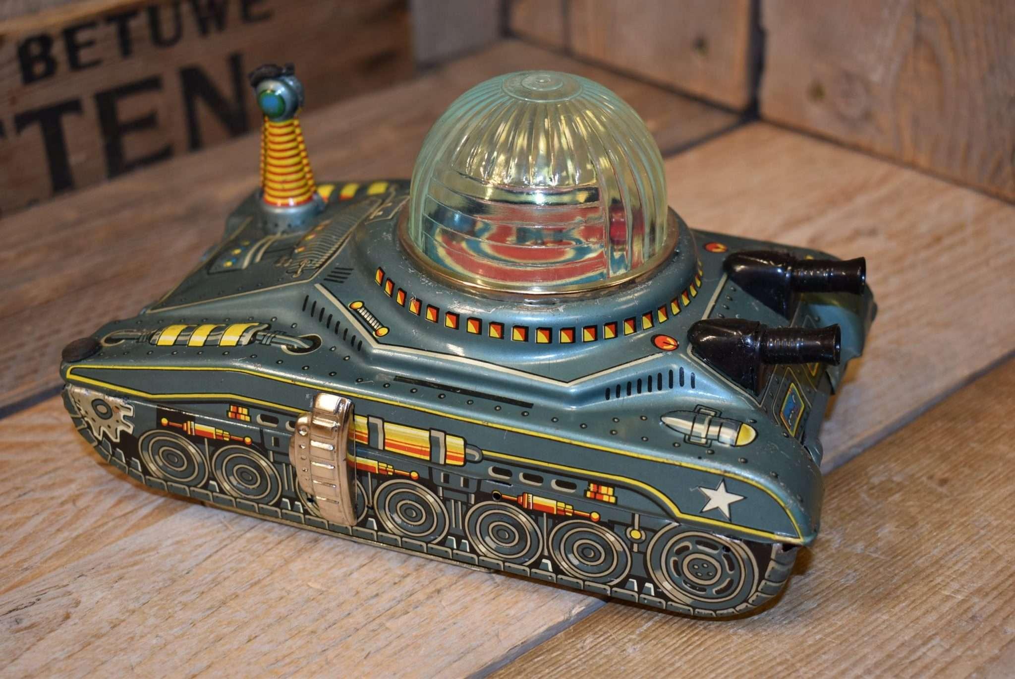 Daiya - Looping Space Tank